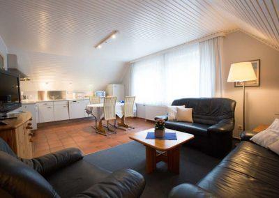 Wohnbereich und Küche von Wohnung 2 im Nordlicht Amrum